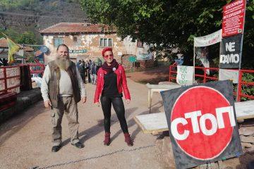 Jelena Marinković, aktivista Pokreta ujedinjenih fantoma, u Toplom Dolu, stop za mini hidrolelektrane.